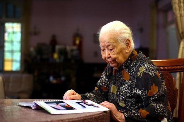 Cụ bà Hoàng Thị Minh Hồ