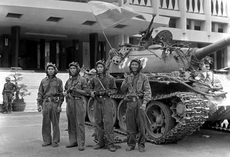 Các chiến sỹ xe tăng 843 trưa ngày 30 tháng 4 năm 1975
