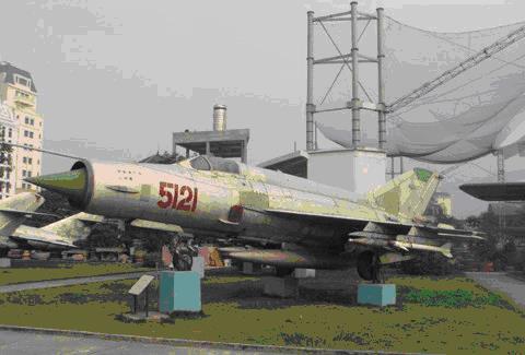 Chiếc MiG-21 số hiệu 5121 được phi công Phạm Tuân sử dụng để bắn rơi pháo đài bay B-52 của Mỹ đêm 27-12-1972, một trong 2 chiếc MiG-21 được công nhận là Bảo vật Quốc gia.