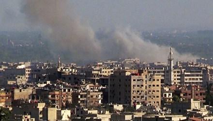 Cột khói bốc lên sau một vụ bắn đạn pháo ở Damascus Nguồn: Sputnik